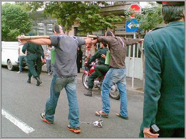 Desecration-of-prisoners-in-public-by-the-Islamic-Regime-of-Iran2